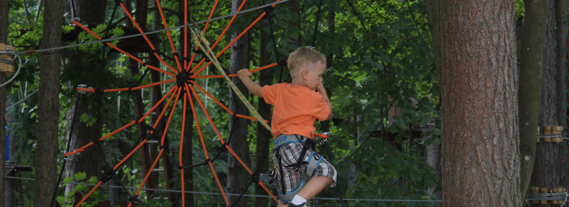 4 year kid climbing